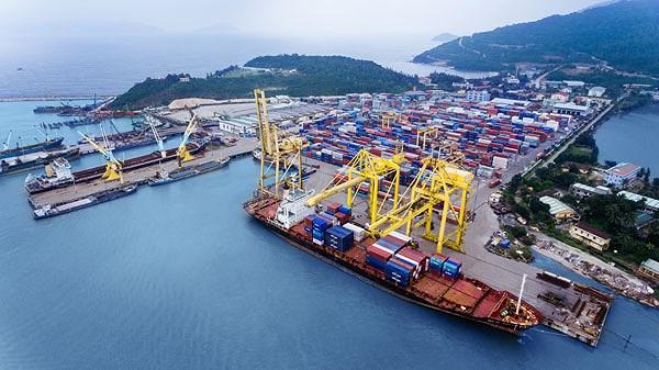 Ùn Ứ 8000 Container Rác Phế Liệu Tại Bến Cảng, Trách Nhiệm Thuộc Về Ai